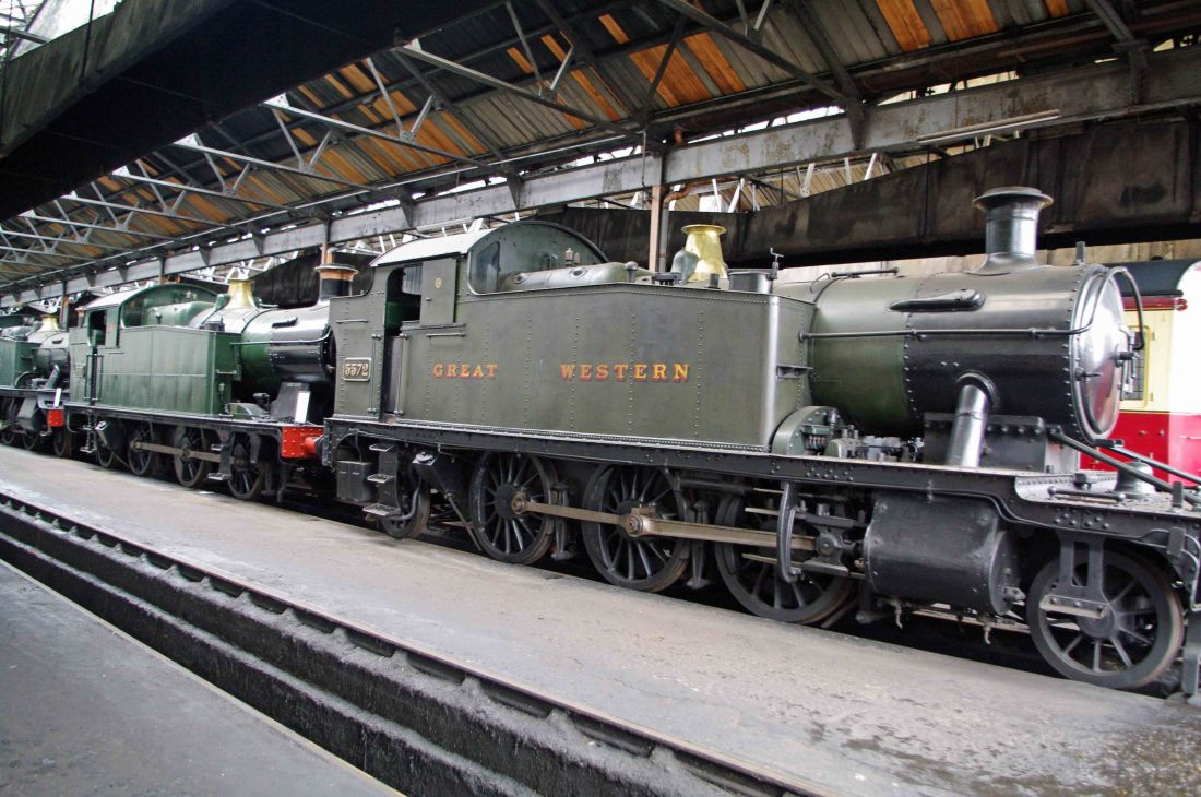 5572 with 6697 at Didcot-2011.jpg