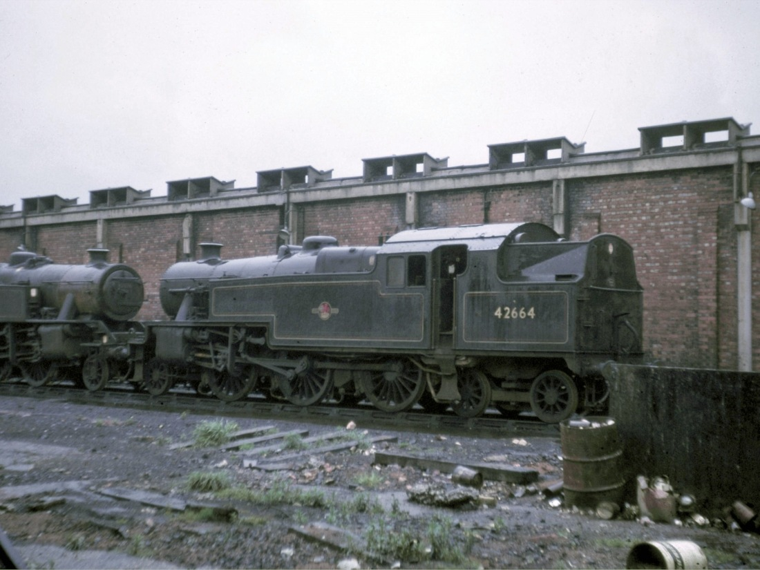 42664 at Low Moor-1966.jpg