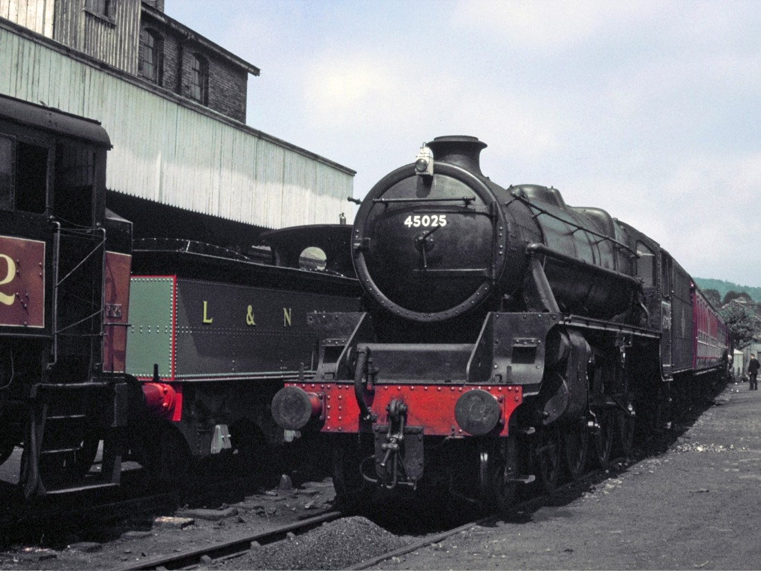45025 at Haworth 1969.jpg