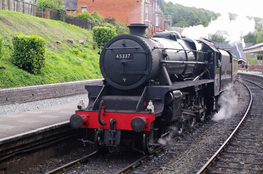 45337 at Llangollen 2011.jpg
