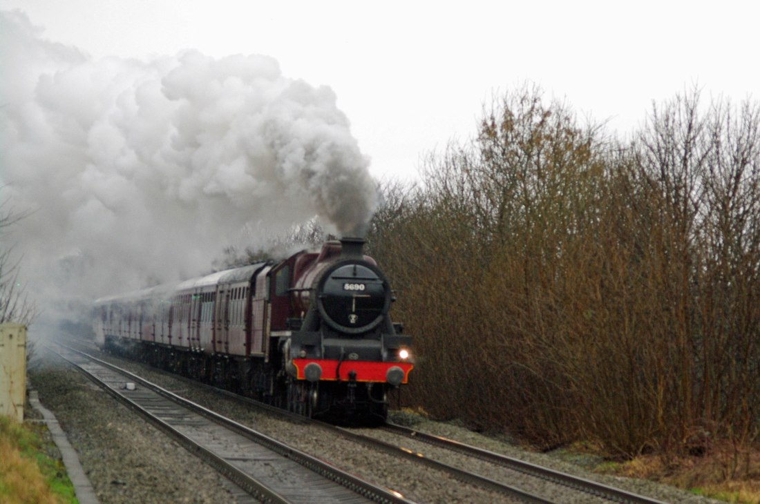 45690 at Culcheth approaching Chat Moss .jpg