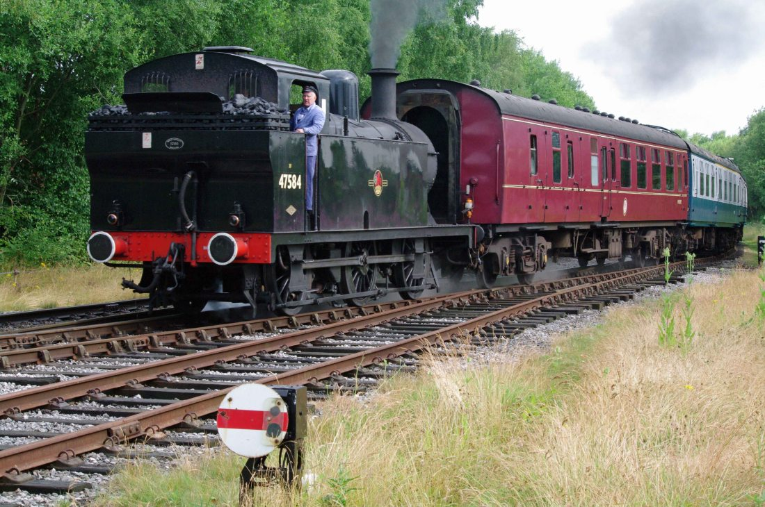 47324 running as 47584 Ramsbottom 2013.jpg