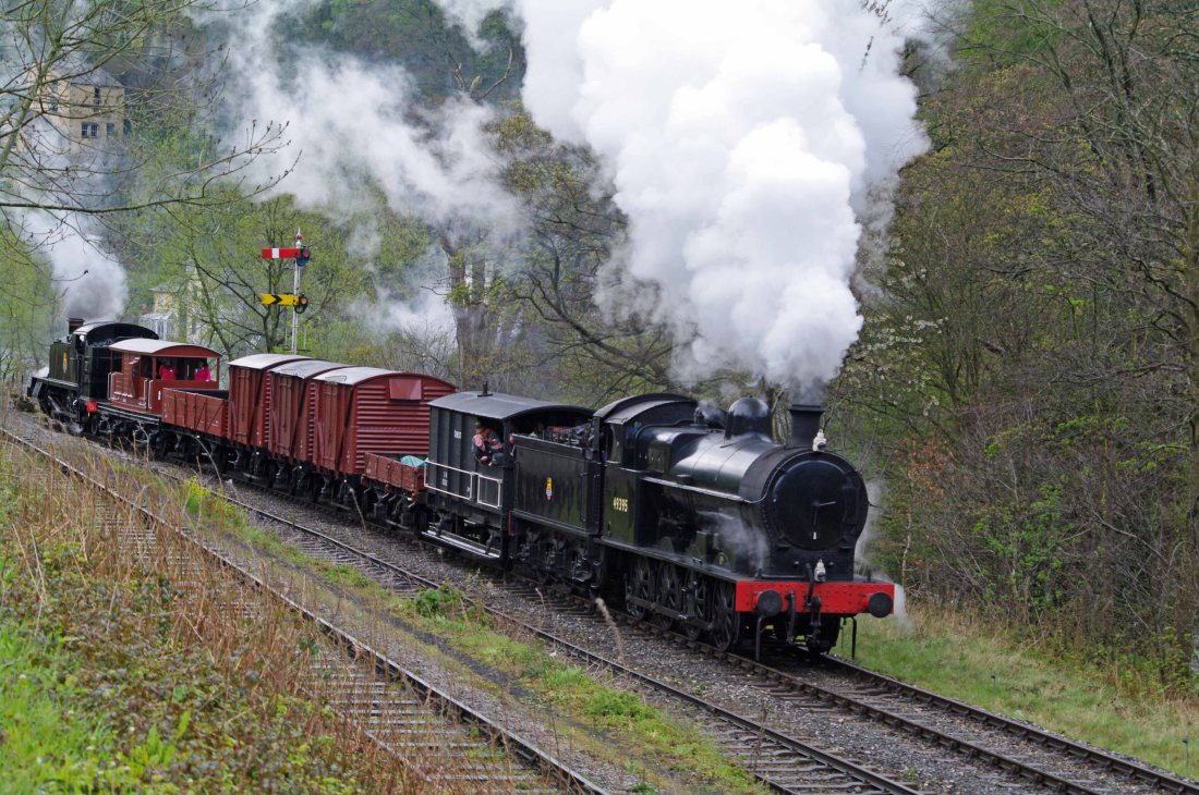 49395 with 5199 at Llangollen 2012.jpg