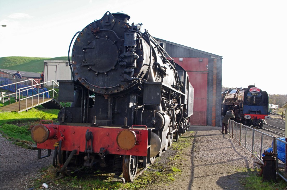 5197 & 71000 Cheddleton 2010.jpg