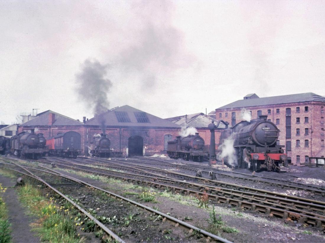 65835 63450 63445 65865 65853 62007 Sunderland July 1966.jpg