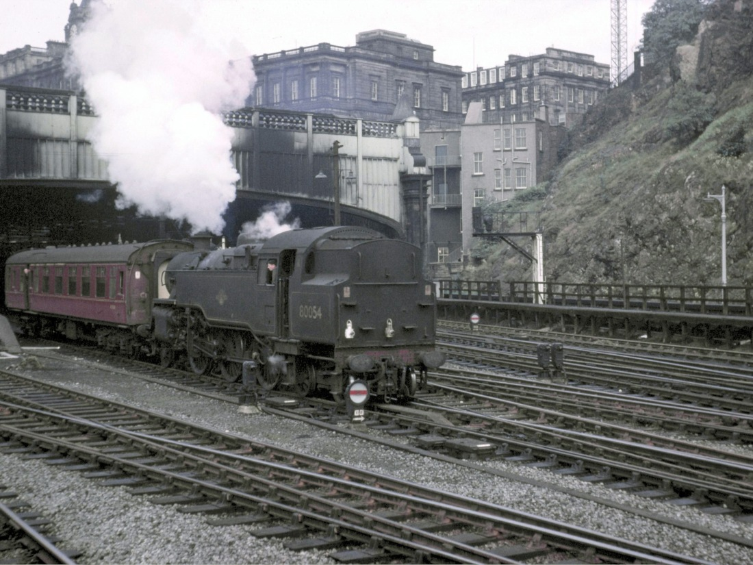 80054 Edinburgh Waverly July 1965.jpg