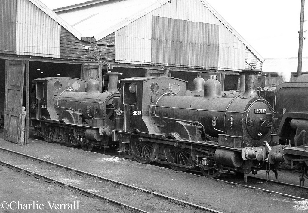 30587 and 30585 at Eastleigh - October 1962.jpg