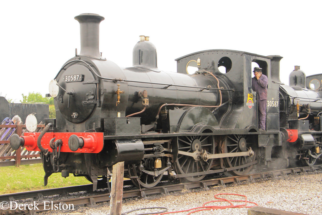30587 Buckinghamshire Railway Centre - May 2016.jpg