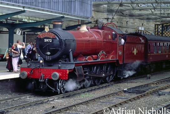 5972 Olton Hall running as Hogwarts Castle at Carlisle - August 2005.jpg