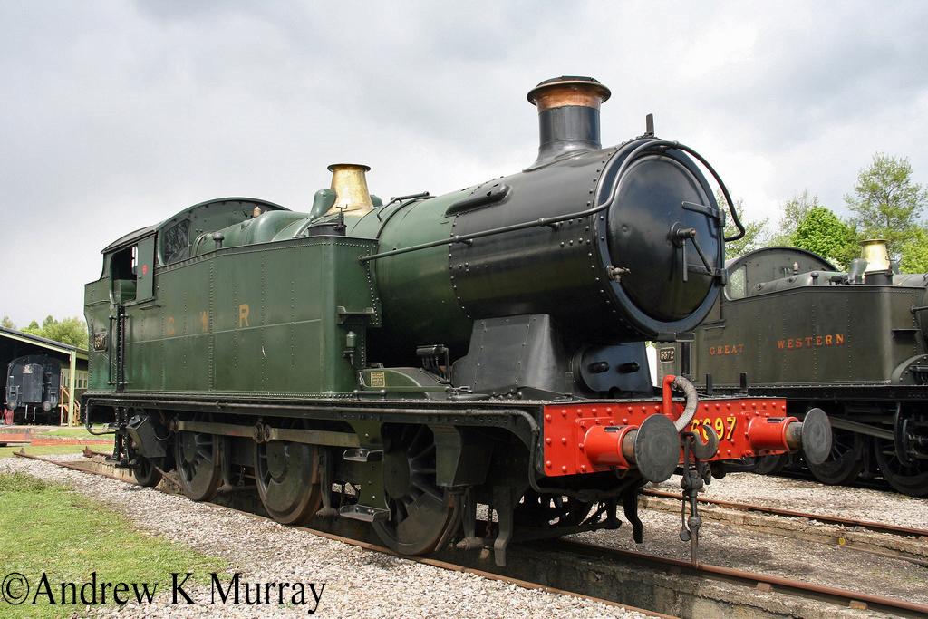 6697 at Didcot Railway Centre - May 2010.jpg