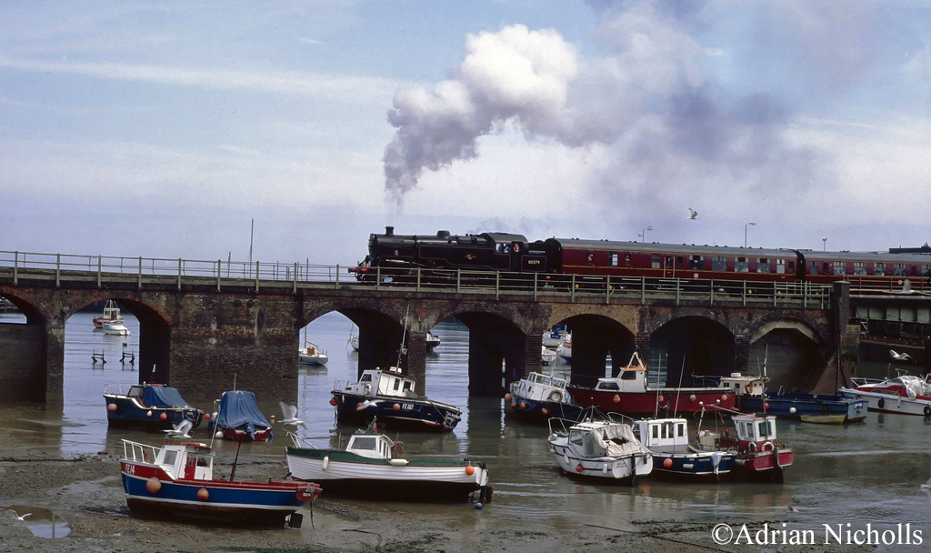 80079 crossing Folkestone Harbour - 1994.jpg