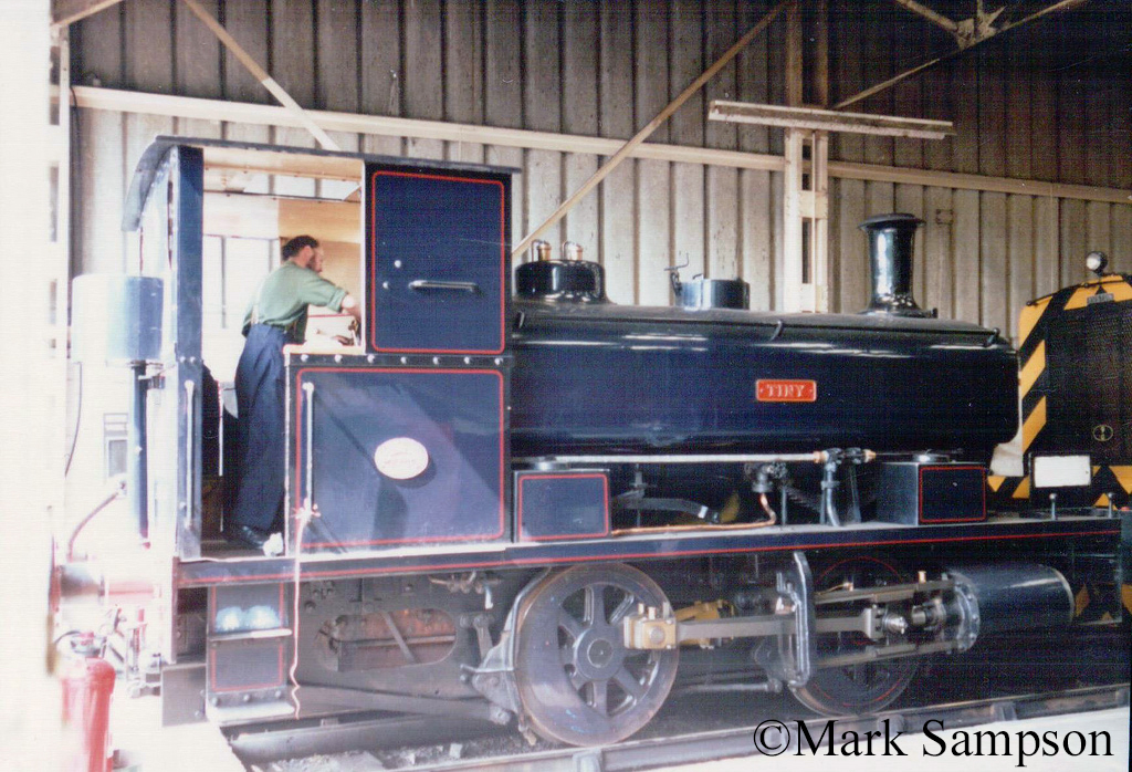 Andrew Barclay 2258 at the Dinting Railway Centre - July 1989.jpg