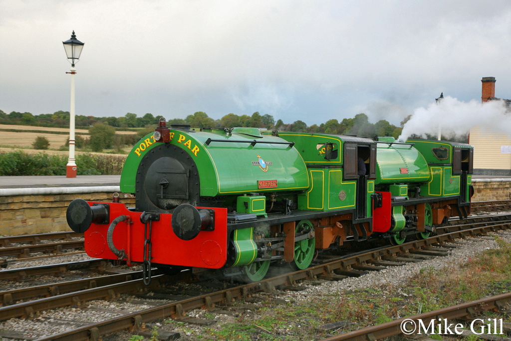 Bagnall 3058 & 2572  Midland Railway Centre Oct 2012.jpg