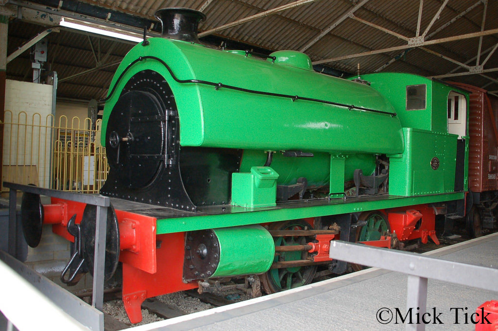Hawthorn Leslie 3717 at the Buckinghamshire Railway Centre - April 2017.jpg