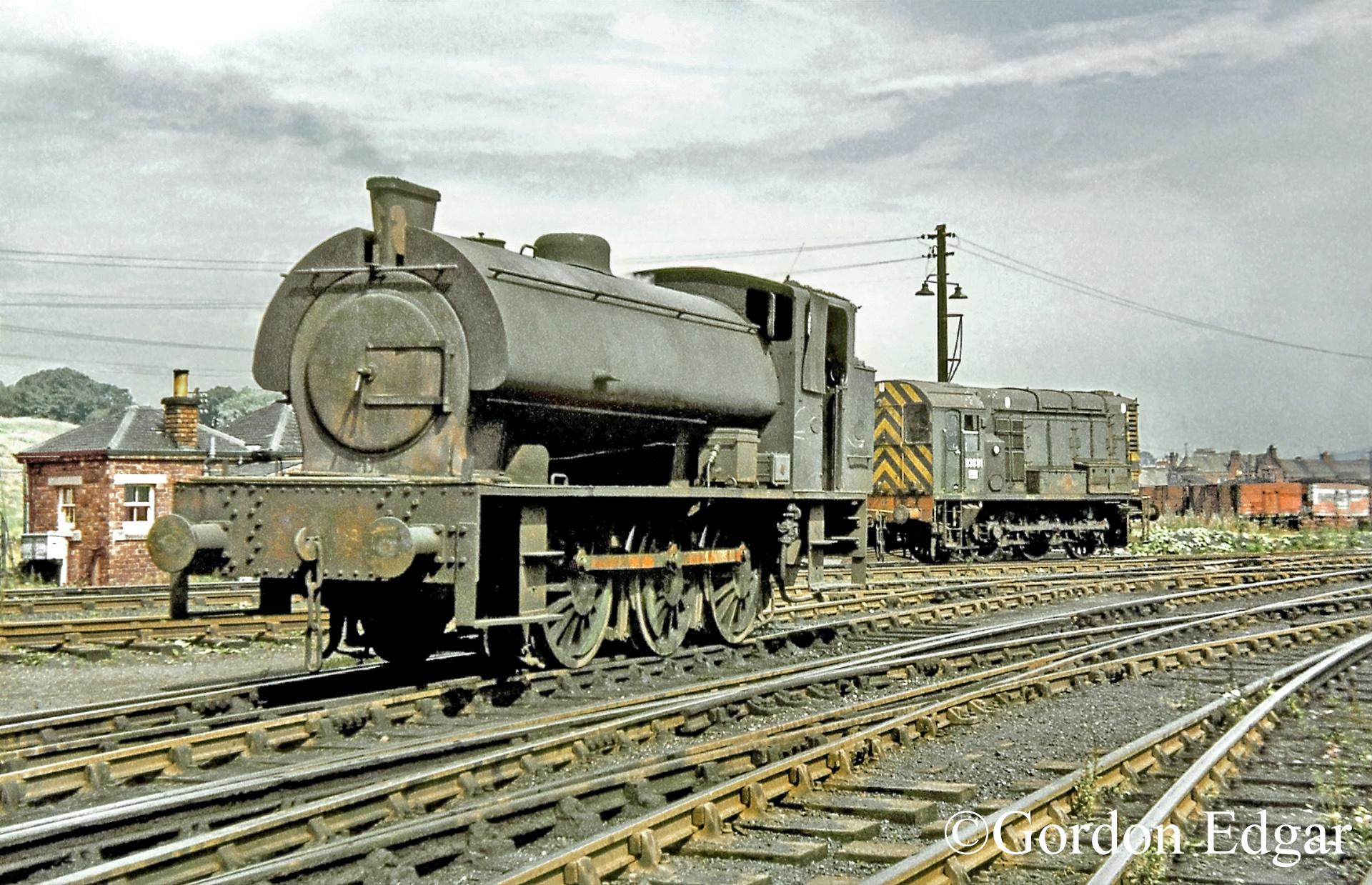 HE3809-&-D3891-Methil-sidings-August 1969.jpg