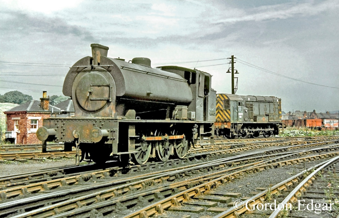 HE3809-&-D3891-Methil-sidings-August 1969.jpg