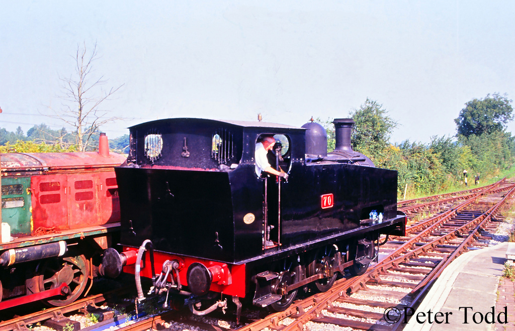 Hudswell Clarke 1464 at the Hayes Knoll Shed on the Swindon & Cricklade Railway - August 2003.jpg