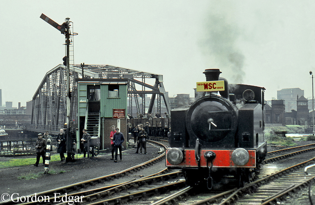 Hudswell Clarke 1464 heading a railtour of the Manchester Ship Canal railway at Trafford Park - 14 September 1969.jpg