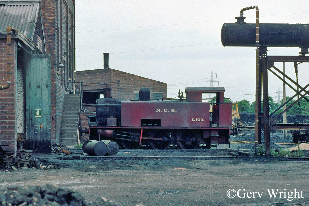 Hudswell Clarke 1864 at Newmarket Colliery - May 1976.jpg