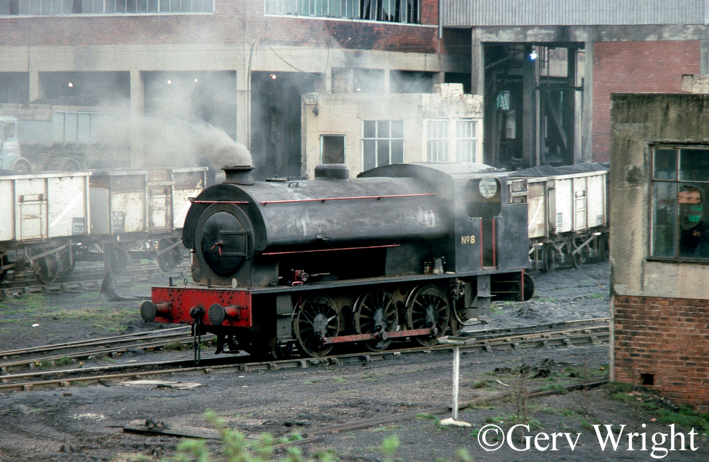 Hunslet 3776 at Bickershaw Colliery Leigh - April 1977.jpg
