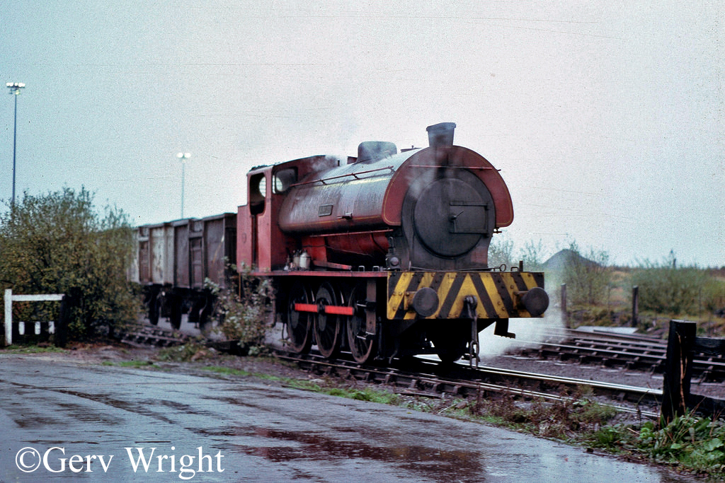 Hunslet 3823 at the exchange sidings for Bickershaw Colliery Leigh - November 1977.jpg