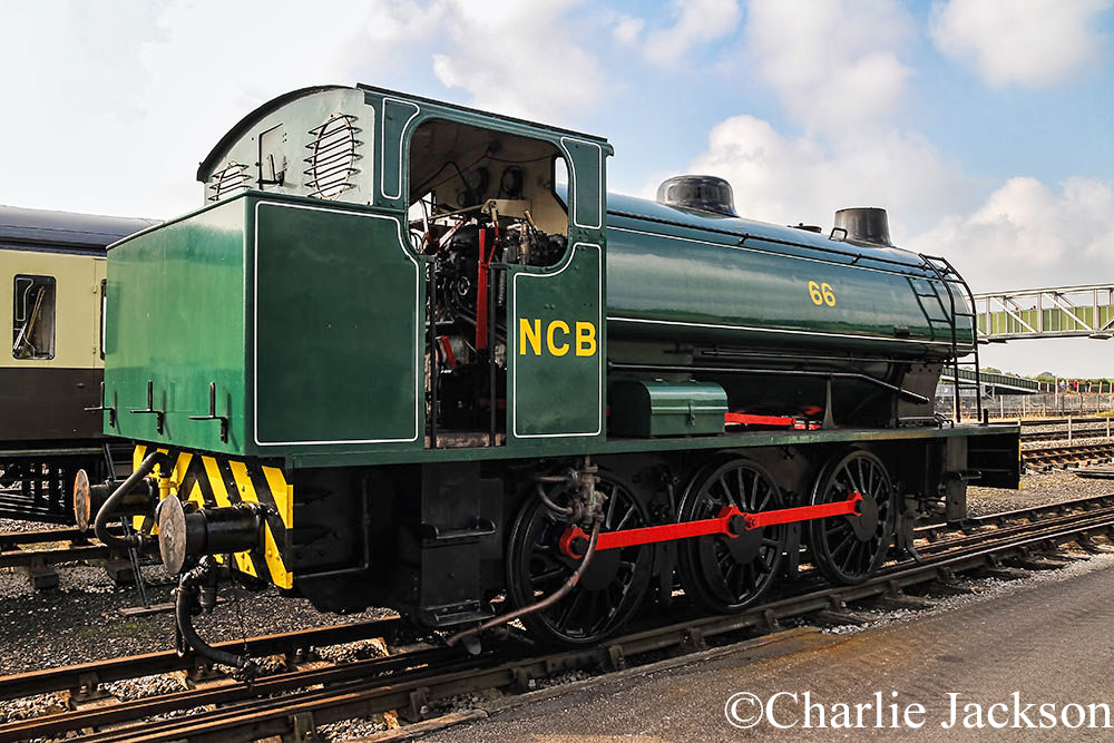 Hunslet 3890 at the Buckinghamshire Railway Centre - October 2014.jpg