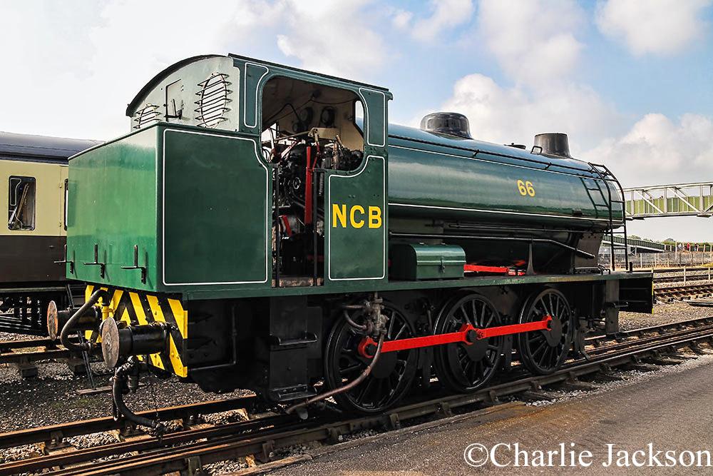 Hunslet 3890 at the Buckinghamshire Railway Centre - October 2014.jpg