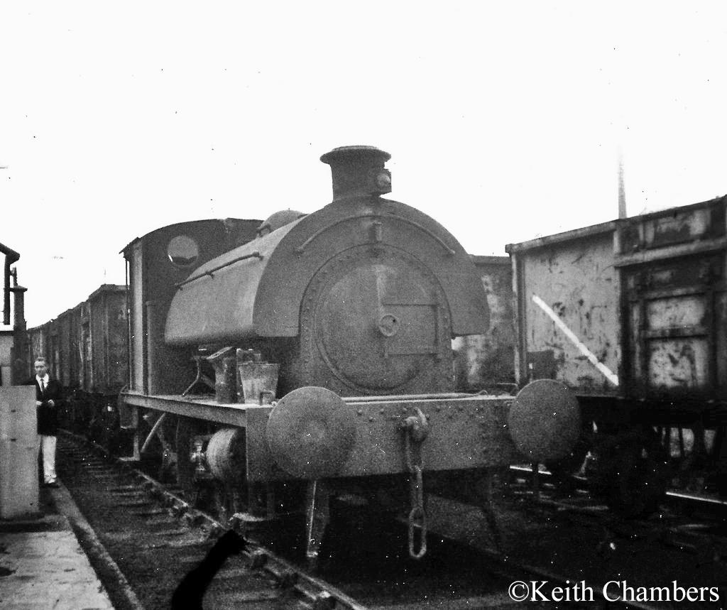 RSH 7386 shunting at Acton Lane Power Station, Willesden - 1968.jpg
