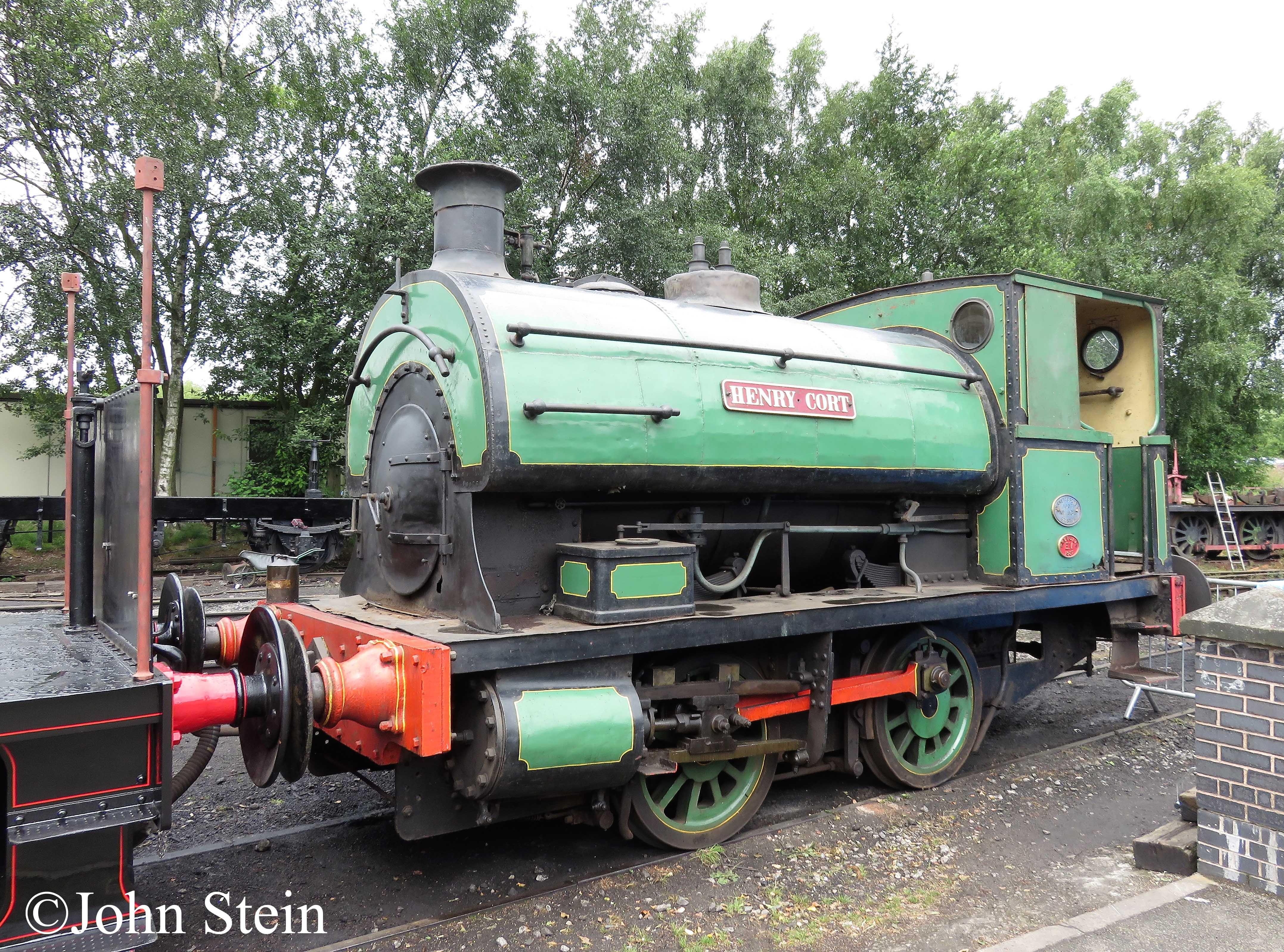 Peckett 933 on the Foxfield Railway - July 2017.jpg