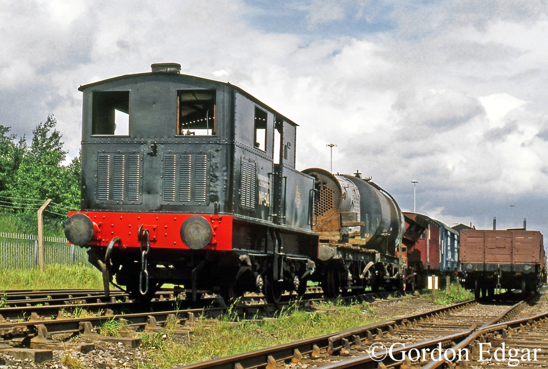 Sentinel 8837 at the Middleton railway - June 1990.jpg