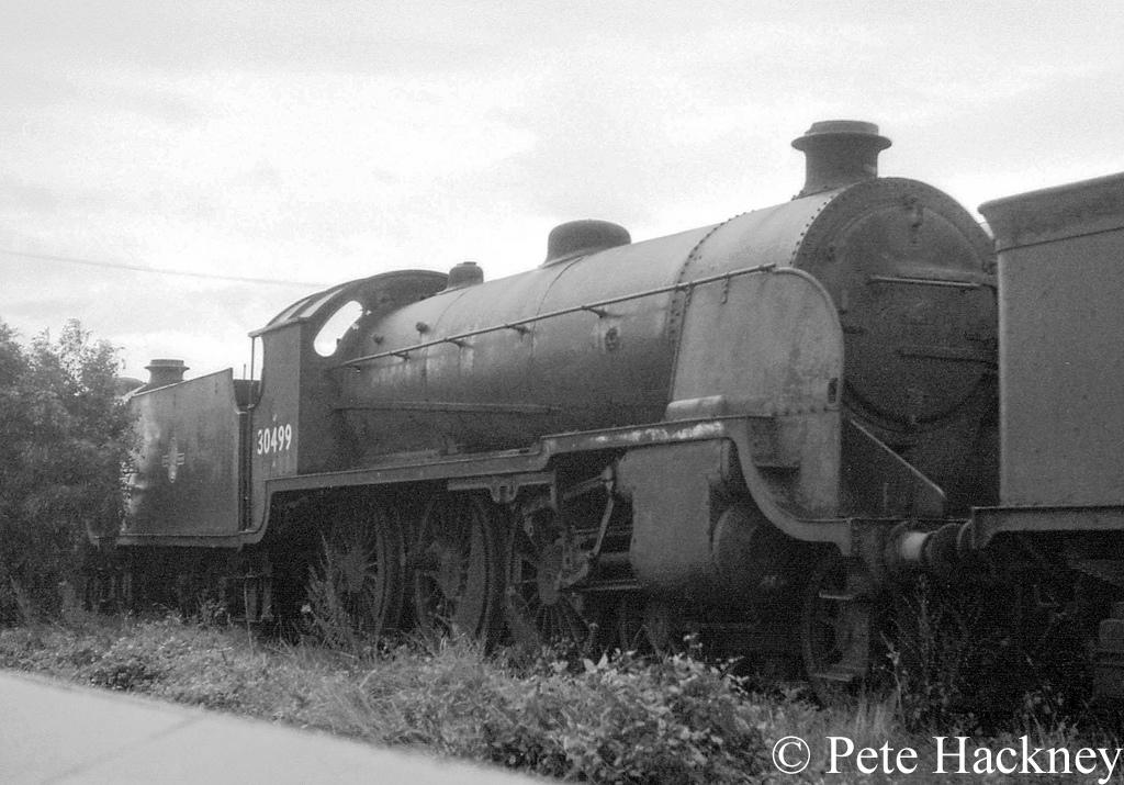 30499 in Woodham's scrapyard at Barry - October 1968.jpg