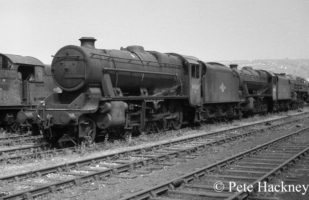 48624 in Woodham's scrapyard at Barry - July 1970.jpg