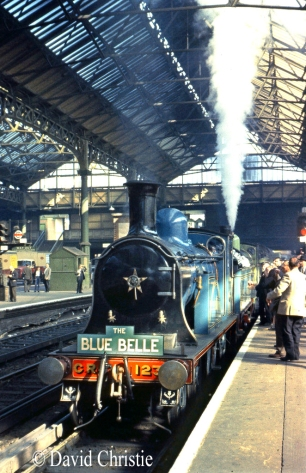 123 & !20 at Victoria Station - September 1963.jpg