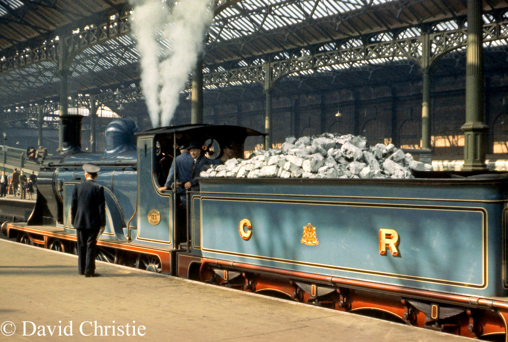 123 at London Victoria complete with whitewashed coal - September 1963.jpg