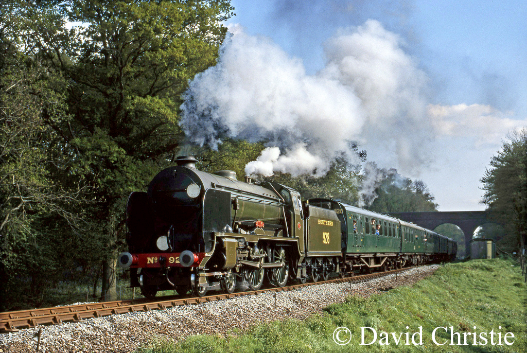 30928 Stowe at the Three Arches Bridge on the Bluebell Railway - May 1987.jpg