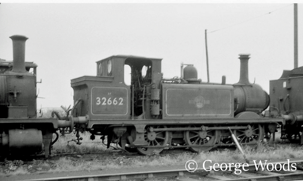 32662 at Eastleigh - June 1964.jpg