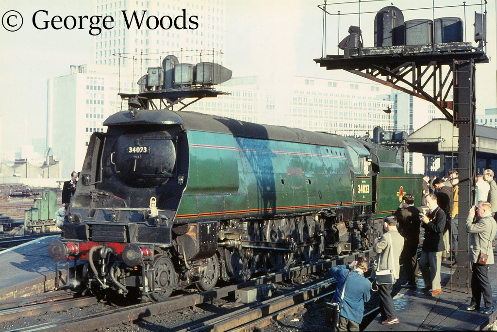 34023 Blackmore Vale at Waterloo - October 1966.jpg