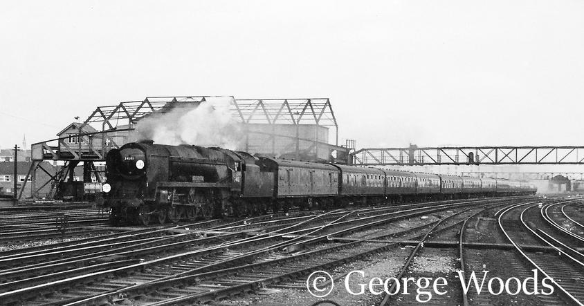 34101 Hartland at Clapham Junction - October 1965.jpg
