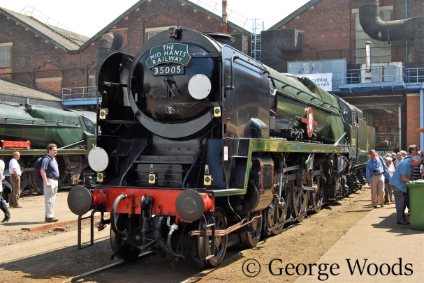 35005 Canadian Pacific at Eastleigh Works Open Day - May 2009.jpg