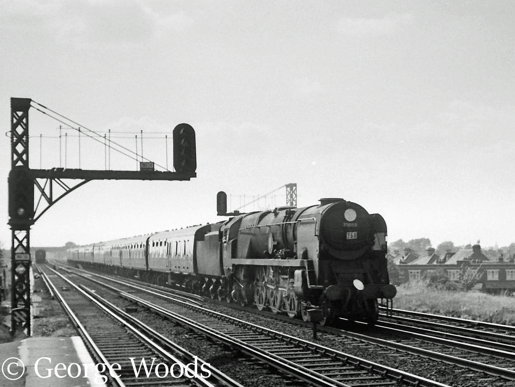 35009 Shaw Savill at Raynes Park - July 1964.jpg