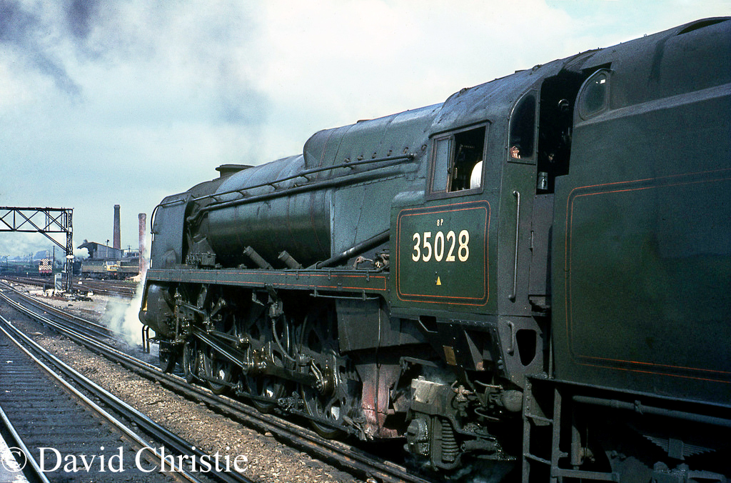 35028 Clan Line at Basingstoke - April 1967.jpg