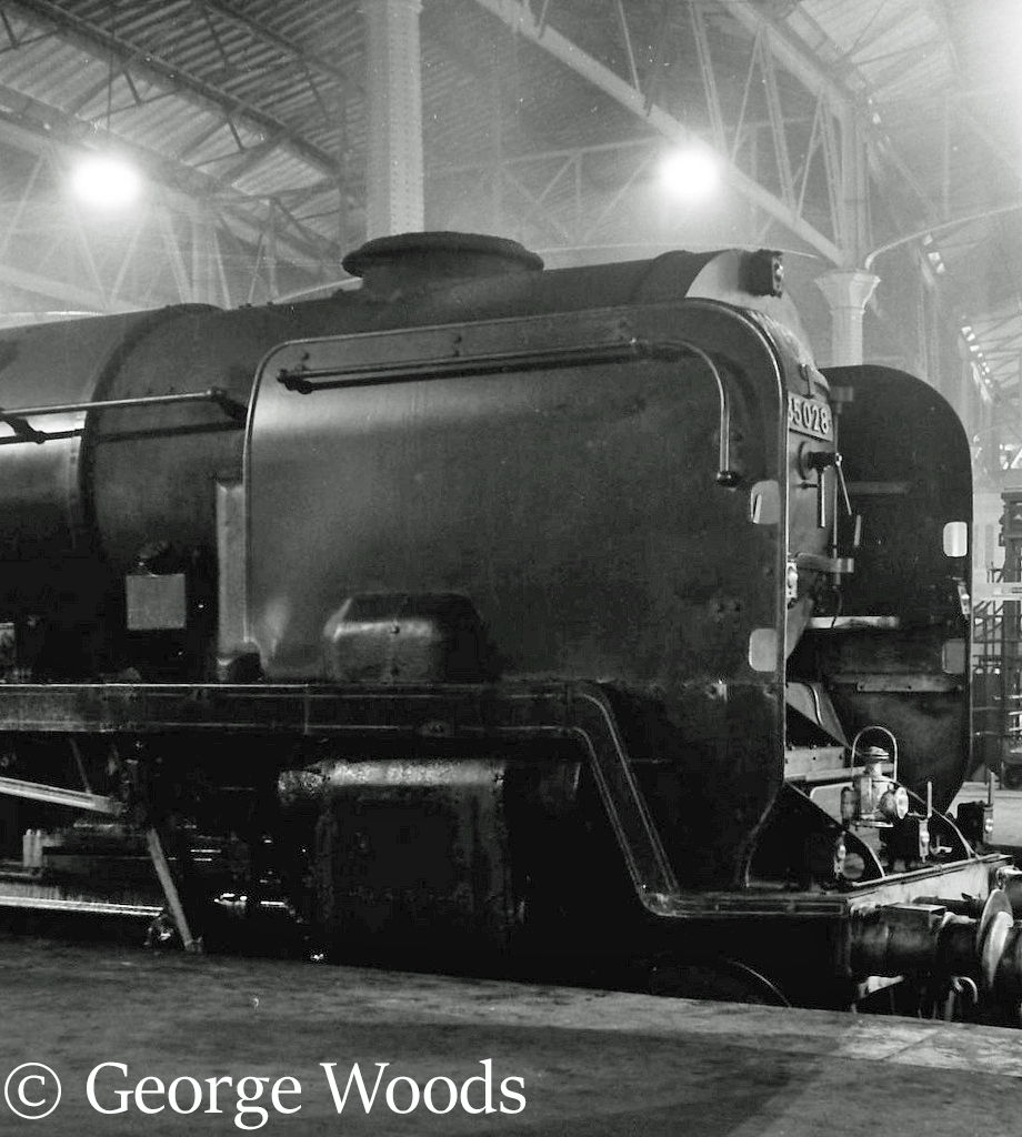 35028 Clan Line at Waterloo - April 1967.jpg
