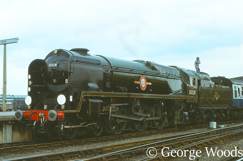 35028 Clan Line at York - August 1979.jpg