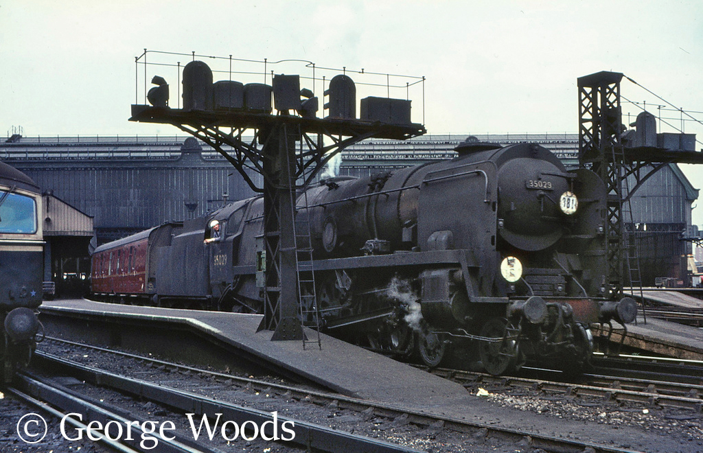 35029 Ellerman Lines at Waterloo - September 1966.jpg