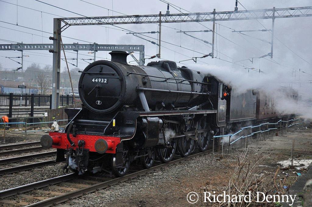 44932 at Northampton - March 2011.jpg
