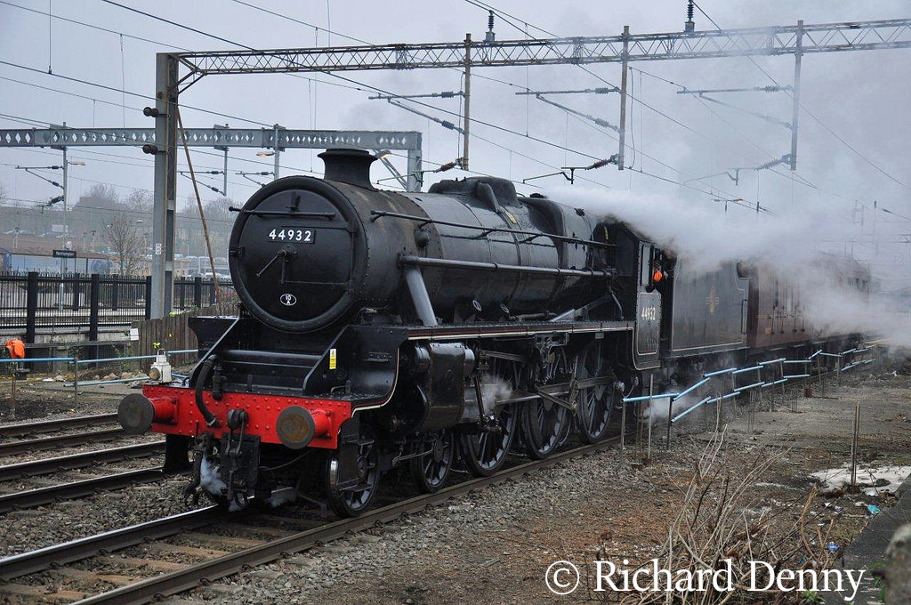 44932 at Northampton - March 2011.jpg