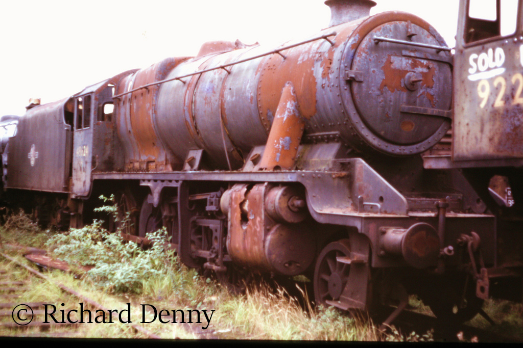 48624 in Woodham's scrapyard at Barry - September 1973.jpg