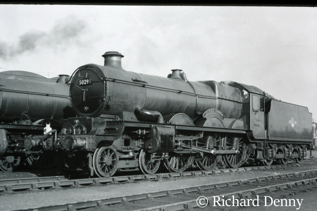 5029 Nunney Castle at Old Oak Common.jpg