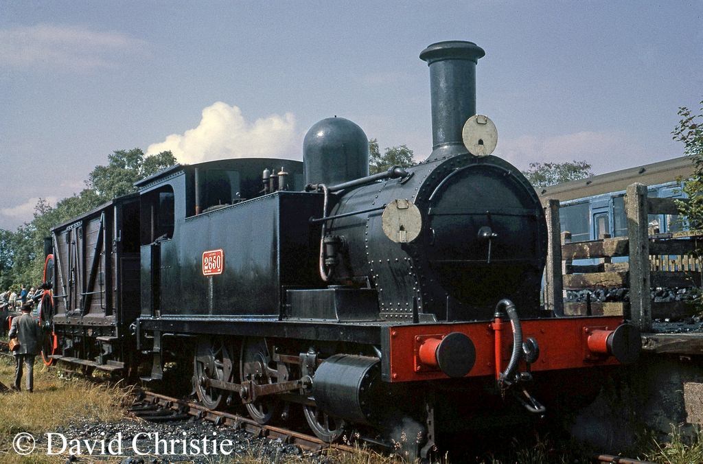 58850 at Sheffield Park on the Bluebell Railway - June 1964.jpg