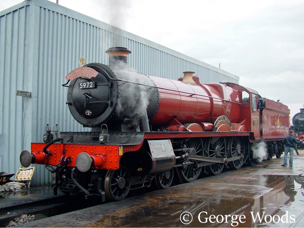 5972 Olton Hall as Hogwarts Castle at Crewe Works Open Day - September 2005.jpg